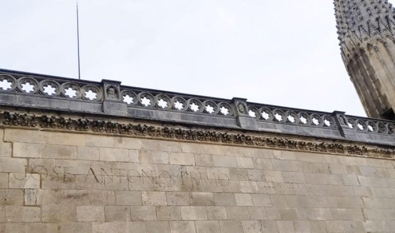 Controversias de las tres derechas con respecto a la retirada de la inscripción de Primo de Rivera de la Catedral