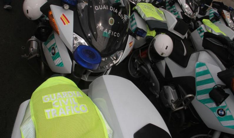 Dispositivo de la Guardia Civil durante el paso de la Vuelta a España 2020
