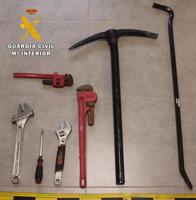 La Guardia Civil detiene a 5 personas por tentativa de robo cuando huían por la A1