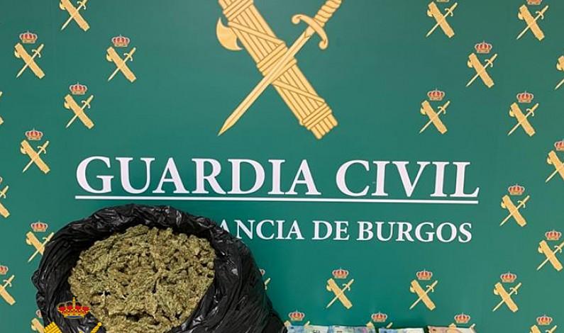 Aprehendidos 3.700 gramos de marihuana y 14.940 euros en la A-I