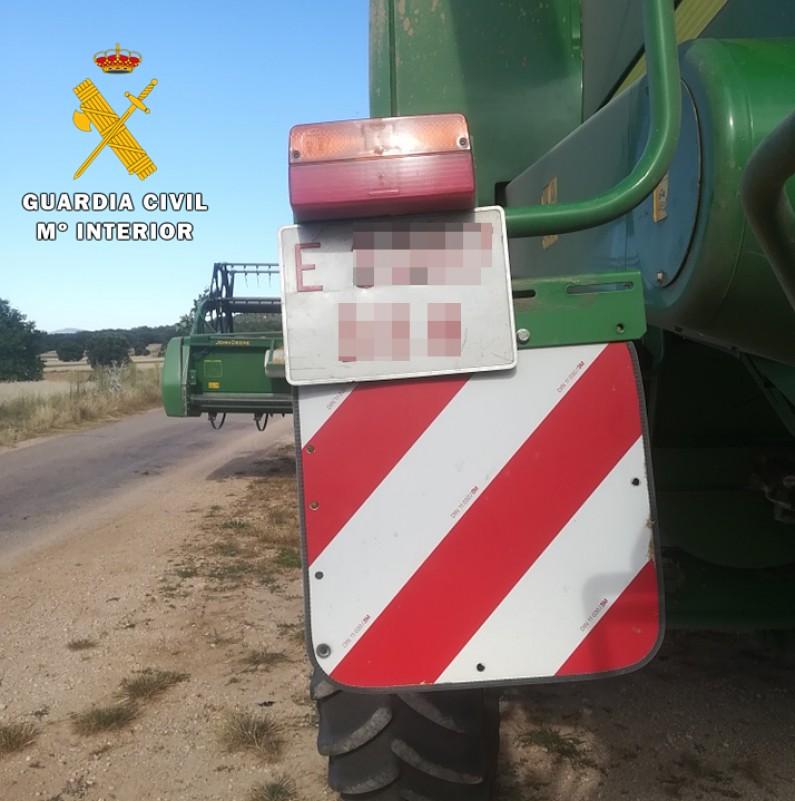 La Guardia Civil investiga al dueño de una cosechadora por falsificación de matrícula