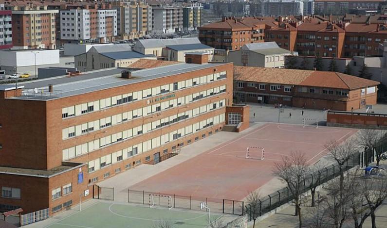 Un aula del colegio Santa María la Nueva y San José Artesano en cuarentena