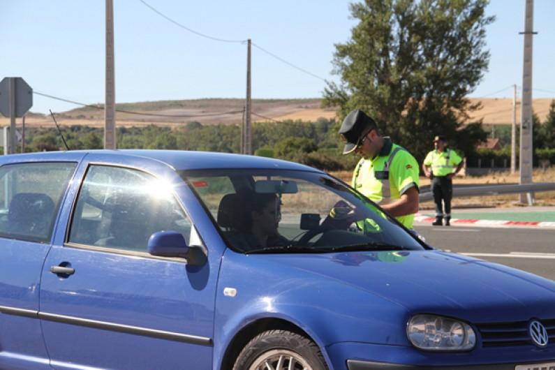 La Guardia Civil ha realizado 853 pruebas de alcoholemia y 13 de drogas durante el pasado fin de semana