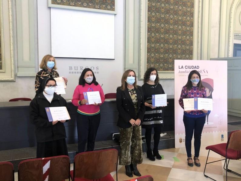 El IMCyT entrega los premios del concurso de carteles de «La ciudad también enseña»