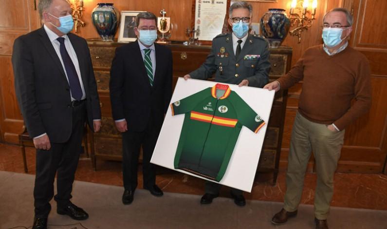 El Teniente Coronel Medel visita la Diputación