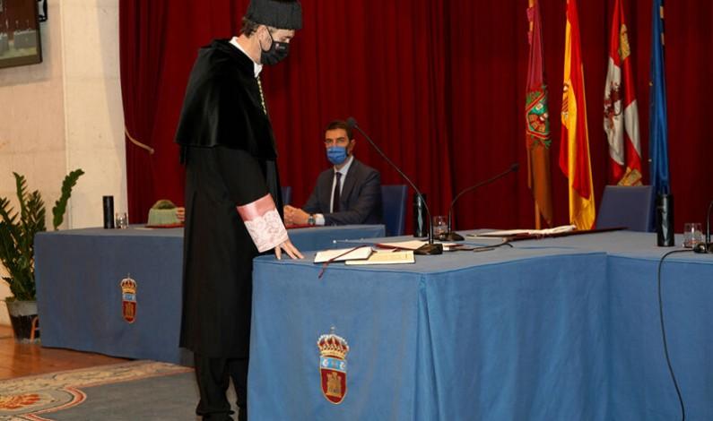 Pérez Mateos reclama a la Junta una «financiación realista» en su toma de posesión como rector de la UBU