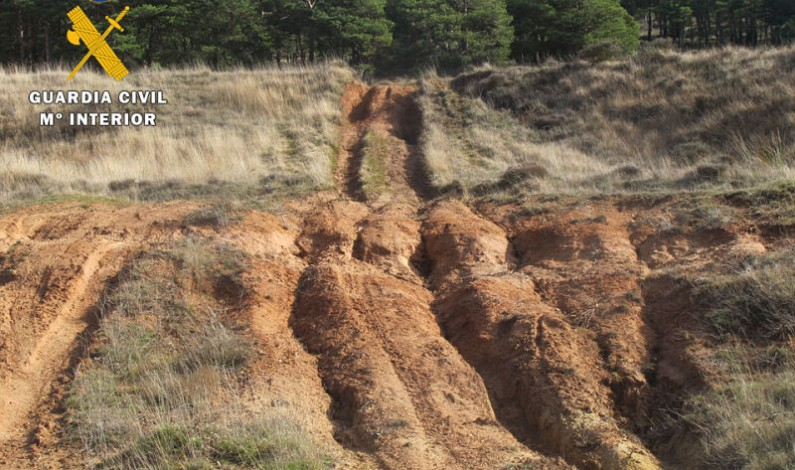La Guardia Civil denuncia a dos vehículos todoterreno por daños en el entorno natural