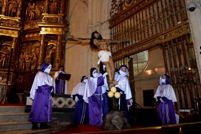 El Desenclavo de la Cruz centra los actos de la mañana de Viernes Santo