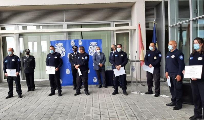 La Policía Nacional distingue a siete vigilantes de seguridad privada por sus servicios durante la pandemia en el ámbito sanitario