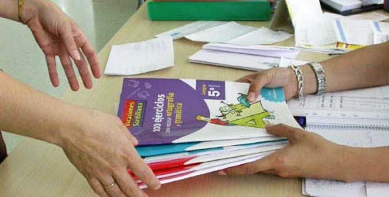 La Junta otorga 194.000 euros para los bancos de libros de los centros concertados