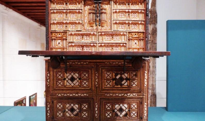 El Museo de Burgos selecciona un escritorio  del siglo XVII como pieza del mes