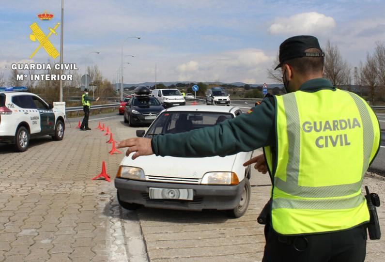 La Guardia Civil sorprende a 18 personas incumpliendo el número máximo permitido para reuniones sociales
