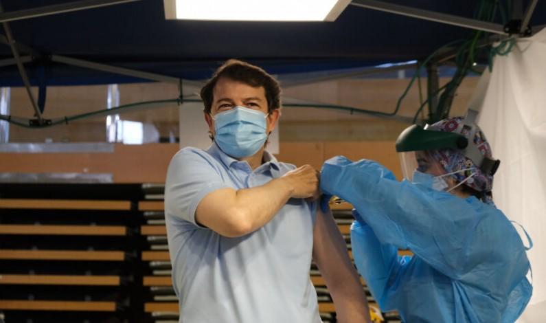 Mañueco reclama al Gobierno que cumpla y envíe más vacunas