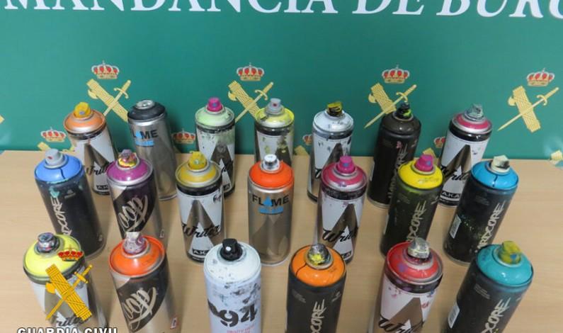 La Guardia Civil sorprende a 4 grafiteros realizando pintadas en un puente de la AP-I
