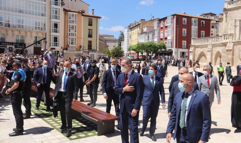El rey Felipe VI inaugura «LUX» en la Catedral de Burgos