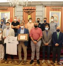 El Ayuntamiento de Burgos recibe al Burgos Promesas tras su ascenso a Segunda B
