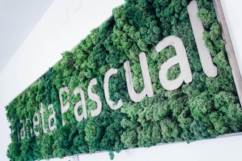 Pascual supera el objetivo de reducción del 20% de sus emisiones y su consumo de agua y energía eléctrica