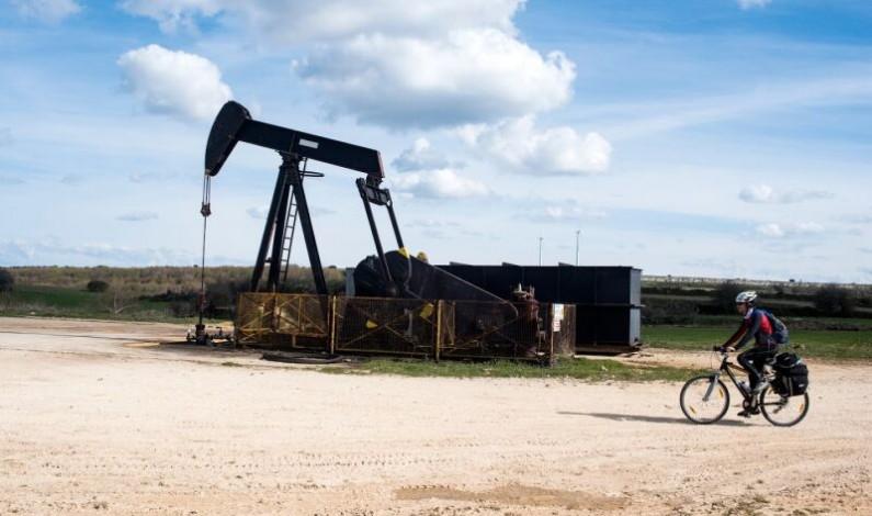 «El sueño del oro negro», el documental sobre el único campo petrolífero de la península