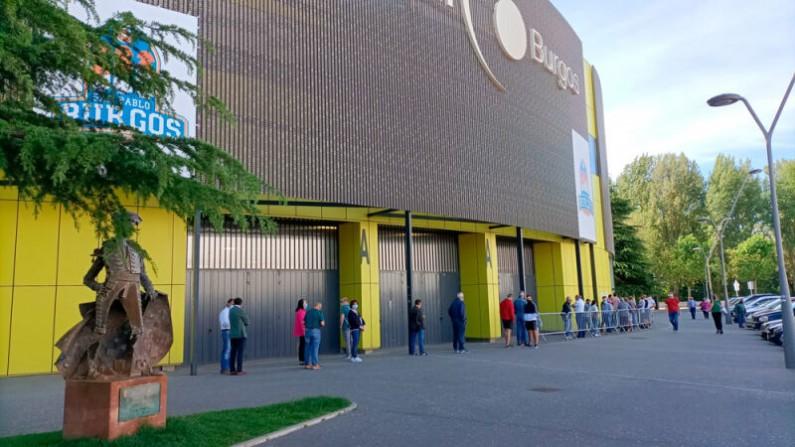 Colas para renovar los abonos de la Feria Taurina de Burgos