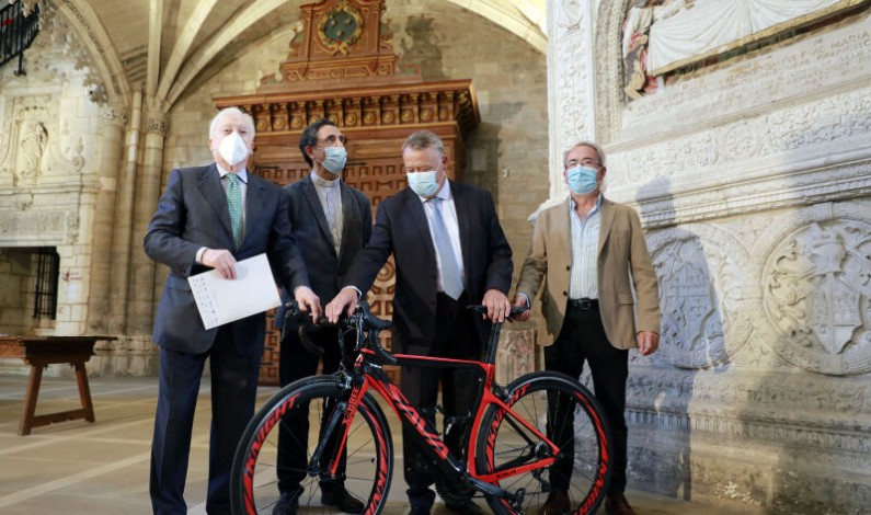 800 años, 800 km de ciclismo