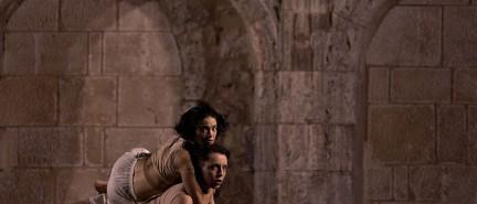 La coreografía «In-Side», de Lucía Montes y Mado Dallery, se alza con el primer premio del jurado en «Bailando con piedras»