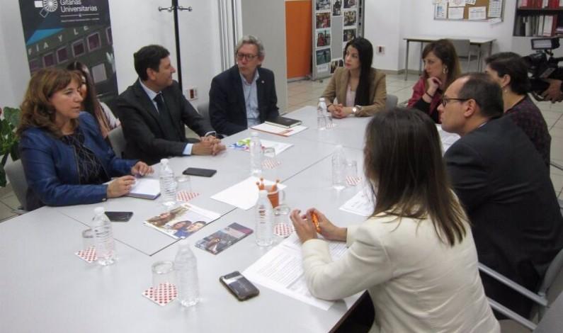 La Junta subvenciona un programa de becas para fomentar la inserción laboral de mujeres gitanas
