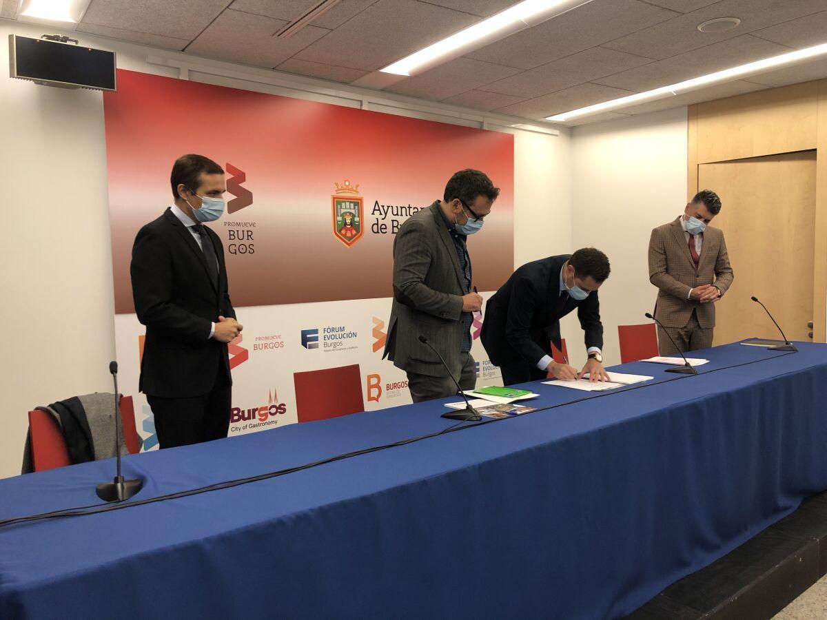Presentación y firma IV Foro de la Cultura