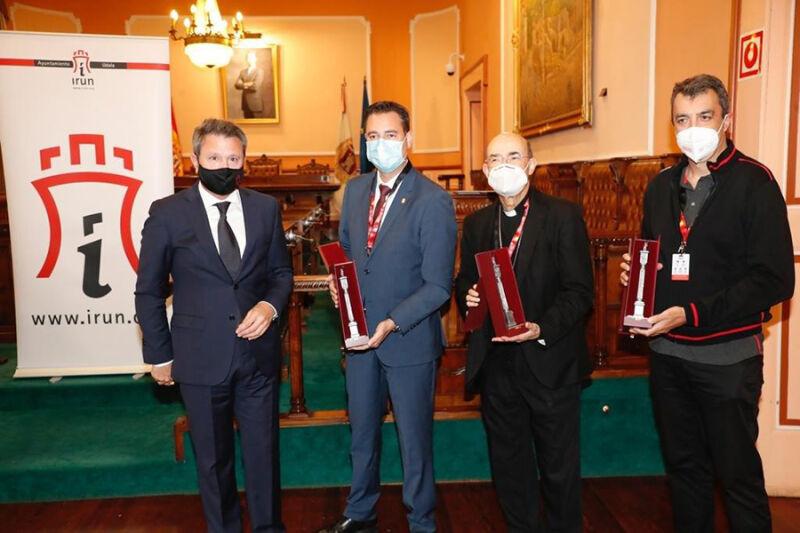 El alcalde de Irún hace entrega de la imagen de San Juan Harria