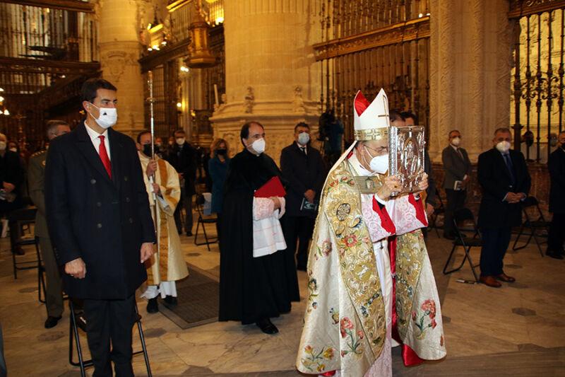 D.Fidel Herráez entrando en la Catedral