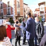 Ángel Ibáñez con vecinos de la localidad