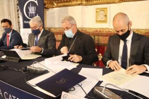 Firma del convenio entre la Fundación VIII Centenario de la Catedral y Endesa