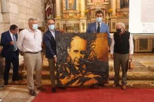 Cristino Díez entrega el retrato de Miguel Delibes a su Fundación